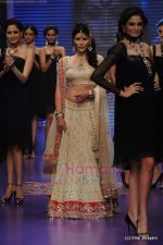 Feroze Gujral walks the ramp for Alpana Gujral show at IIJW 2011 Day 4 in Grand Hyatt on 3rd Aug 2011 (75).JPG