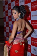 Model walks the ramp for Saree designer Shruti Sancheti showcase at 7TH Retail Jeweller Awards in Lalit Hotel on 6th Aug 2011 (57).JPG