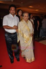 Sulochana at the launch of Nitin Desai_s book at his 25th year celebrations in J W Marriott, Juhu, Mumbai on 8th Aug 2011 (53).JPG