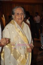 Sulochana at the launch of Nitin Desai_s book at his 25th year celebrations in J W Marriott, Juhu, Mumbai on 8th Aug 2011 (55).JPG