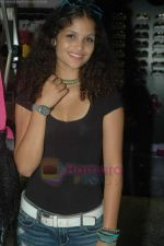 Ayesha Kapoor of Black fame at her own store launch in Infinity Mall, Malad on 9th Aug 2011 (10).JPG