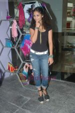 Ayesha Kapoor of Black fame at her own store launch in Infinity Mall, Malad on 9th Aug 2011 (19).JPG