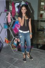 Ayesha Kapoor of Black fame at her own store launch in Infinity Mall, Malad on 9th Aug 2011 (20).JPG