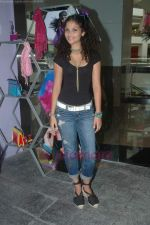 Ayesha Kapoor of Black fame at her own store launch in Infinity Mall, Malad on 9th Aug 2011 (21).JPG