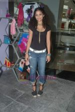 Ayesha Kapoor of Black fame at her own store launch in Infinity Mall, Malad on 9th Aug 2011 (23).JPG