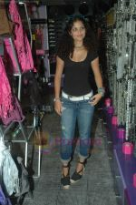 Ayesha Kapoor of Black fame at her own store launch in Infinity Mall, Malad on 9th Aug 2011 (5).JPG