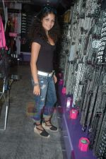 Ayesha Kapoor of Black fame at her own store launch in Infinity Mall, Malad on 9th Aug 2011 (6).JPG