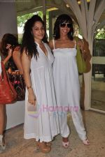 Manasi Scott, Masaba at Shaheen Abbas and Shabana Sheikh present their first diamond jewellery collection in Tote, Mumbai on 10th Aug 2011 (92).JPG