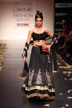Model walks the ramp for Anita Dongre Show at Lakme Fashion Week 2011 Day 2 in Grand Hyatt, Mumbai on 18th Aug 2011 (48).JPG