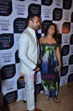 Pooja Bedi, Rohit Roy at Lakme Fashion Week 2011 Day 2 in Grand Hyatt, Mumbai on 18th Aug 2011-1 (25).JPG
