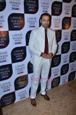 Rohit Roy at Lakme Fashion Week 2011 Day 2 in Grand Hyatt, Mumbai on 18th Aug 2011-1 (26).JPG
