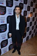 Karan Johar at Manish Malhotra Show at Lakme Fashion Week 2011 Day 5 in Grand Hyatt, Mumbai on 21st Aug 2011 (134).JPG