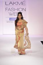 Lucky Morani walks the ramp for Preeti S Kapoor Show at Lakme Fashion Week 2011 Day 5 in Grand Hyatt, Mumbai on 21st Aug 2011 (2).JPG