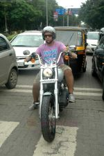 Vishal Dadlani snapped on his bike on a busy road in Mumbai on 22nd Aug 2011 (1).JPG