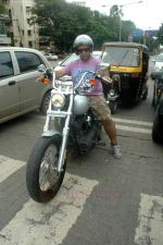 Vishal Dadlani snapped on his bike on a busy road in Mumbai on 22nd Aug 2011 (2).JPG