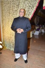 Mohan Kapoor at Endemol_s Sanket Vanzara_s brother wedding reception in The Club on 23rd Aug 2011 (24).JPG