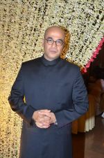 Mohan Kapoor at Endemol_s Sanket Vanzara_s brother wedding reception in The Club on 23rd Aug 2011 (26).JPG