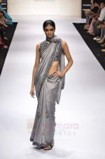 Model walk the ramp for Digvijay Singh show at Lakme Fashion Week 2011 on 20th Aug 2011 (28).JPG