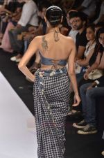 Model walk the ramp for Digvijay Singh show at Lakme Fashion Week 2011 on 20th Aug 2011 (32).JPG