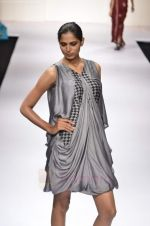 Model walk the ramp for Digvijay Singh show at Lakme Fashion Week 2011 on 20th Aug 2011 (26).JPG