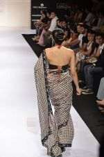 Model walk the ramp for Digvijay Singh show at Lakme Fashion Week 2011 on 20th Aug 2011 (35).JPG