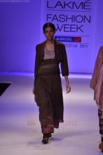 Model walk the ramp for Pero By Aneeth Arora show at Lakme Fashion Week 2011 on 20th Aug 2011 (14).JPG