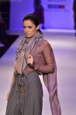 Model walk the ramp for Pero By Aneeth Arora show at Lakme Fashion Week 2011 on 20th Aug 2011 (19).JPG