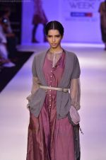 Model walk the ramp for Pero By Aneeth Arora show at Lakme Fashion Week 2011 on 20th Aug 2011 (22).JPG