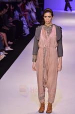 Model walk the ramp for Pero By Aneeth Arora show at Lakme Fashion Week 2011 on 20th Aug 2011 (36).JPG