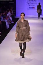 Model walk the ramp for Pero By Aneeth Arora show at Lakme Fashion Week 2011 on 20th Aug 2011 (46).JPG