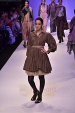 Model walk the ramp for Pero By Aneeth Arora show at Lakme Fashion Week 2011 on 20th Aug 2011 (48).JPG