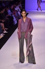 Model walk the ramp for Pero By Aneeth Arora show at Lakme Fashion Week 2011 on 20th Aug 2011 (32).JPG