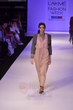 Model walk the ramp for Pero By Aneeth Arora show at Lakme Fashion Week 2011 on 20th Aug 2011 (34).JPG