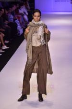 Model walk the ramp for Pero By Aneeth Arora show at Lakme Fashion Week 2011 on 20th Aug 2011 (37).JPG