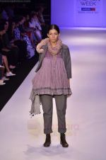 Model walk the ramp for Pero By Aneeth Arora show at Lakme Fashion Week 2011 on 20th Aug 2011 (45).JPG