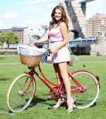 Kelly Brook and Mayor Boris Johnson Promote Skyride at Potters Field Park in London on August 25, 2011.jpg