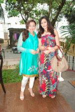 Pooja Kanwal, Anita Kanwal at Hauz Khas store in Mumbai on 25th Aug 2011 (85).JPG