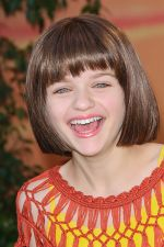 Joey King attends the World Premiere of movie The Lion King 3D at the El Capitan Theater on 27th August 2011 (13).jpg