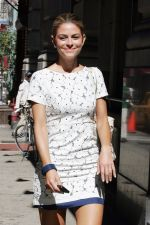 Maria Menounos Candids in New York City on 30th August 2011 (1).jpg