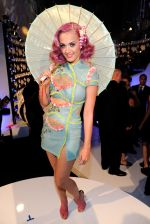 Katy Perry at the 2011 MTV Video Music Awards in LA on 28th August 2011 (27).jpg