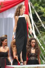 Minka Kelly on sets of Charlie_s Angels in Miami on 31st August 2011 (2).jpg