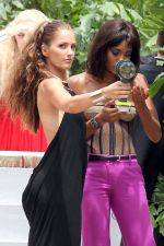 Minka Kelly on sets of Charlie_s Angels in Miami on 31st August 2011 (4).jpg