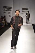 Model walk the ramp for Manoviraj Khosla at Van Heusen India Mens Week Day 3 on 4th Sept 2011 (47).JPG