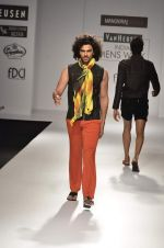 Model walk the ramp for Manoviraj Khosla at Van Heusen India Mens Week Day 3 on 4th Sept 2011 (51).JPG