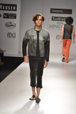 Model walk the ramp for Manoviraj Khosla at Van Heusen India Mens Week Day 3 on 4th Sept 2011 (54).JPG