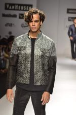 Model walk the ramp for Manoviraj Khosla at Van Heusen India Mens Week Day 3 on 4th Sept 2011 (56).JPG