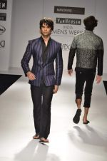 Model walk the ramp for Manoviraj Khosla at Van Heusen India Mens Week Day 3 on 4th Sept 2011 (57).JPG