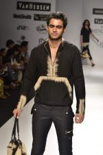 Model walk the ramp for Manoviraj Khosla at Van Heusen India Mens Week Day 3 on 4th Sept 2011 (66).JPG