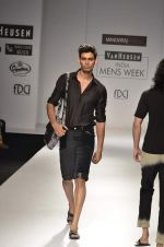 Model walk the ramp for Manoviraj Khosla at Van Heusen India Mens Week Day 3 on 4th Sept 2011 (69).JPG