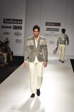 Model walk the ramp for Manoviraj Khosla at Van Heusen India Mens Week Day 3 on 4th Sept 2011 (76).JPG